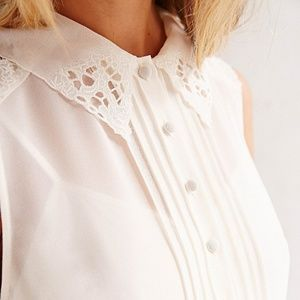 UO brand Cope white lace collar button dress